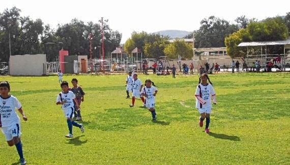 La Comunidad y la Liga luchan juntos contra el acoso escolar a través del fútbol