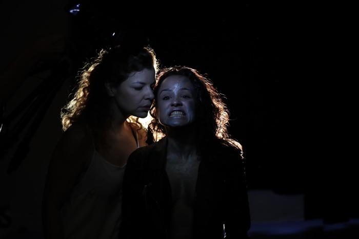 OBLIVION O CISNES QUE SE REFLEJAN COMO ELEFANTES en el Teatro Kamikaze