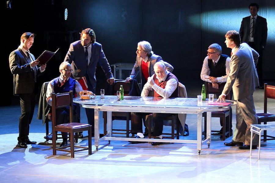 Democracia, del prestigioso Teatro RAMT, inaugura el ciclo Una mirada al mundo