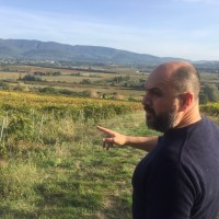 Sylvain MOREY of Bastide du Claux pointing out his vineyards