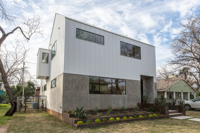 Austin Modern For Sale by Sky Contemporary