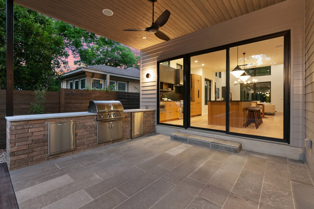 Studio Momentum Architects Outdoor Kitchen and Patio