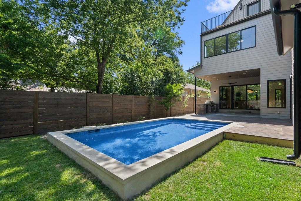 Studio Momentum Architects Full Backyard View