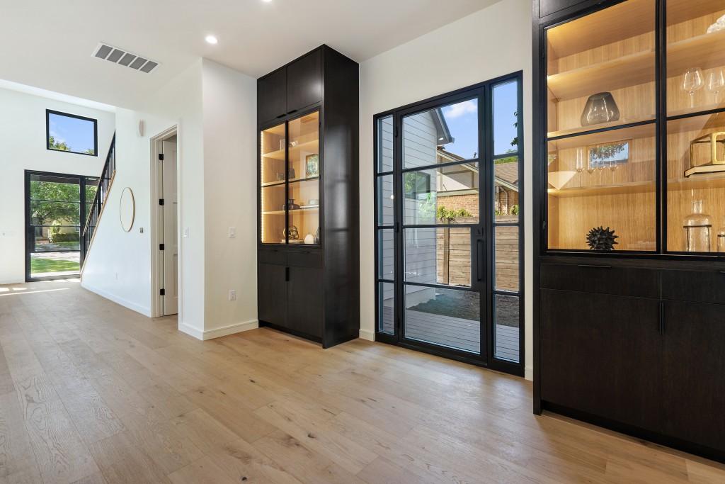 Studio Momentum Architects Outdoor Courtyard Door