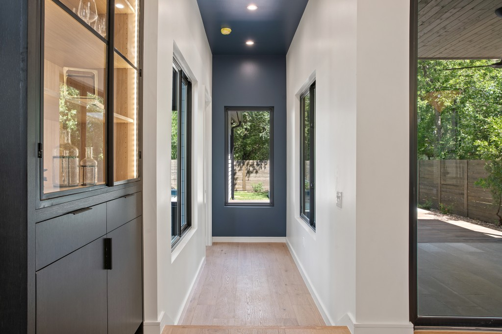 Studio Momentum Architects Hallway Leading to Master Suite