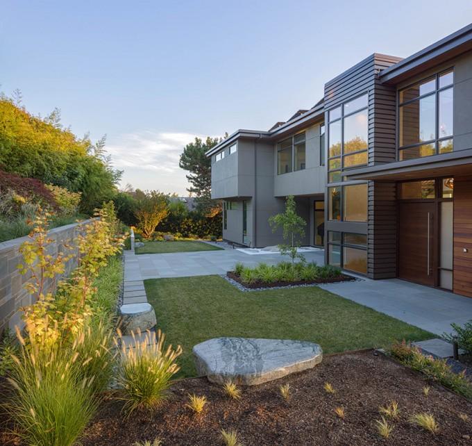 """Baylis Architects """"hidden"""" garden"""