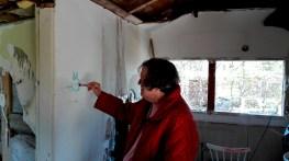 Også de voksne synes at det er sjovt at tegne på væggene