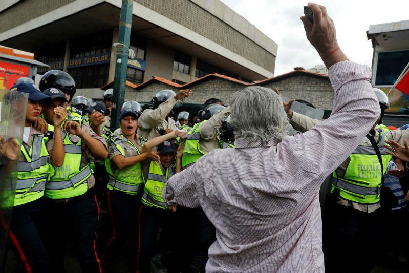 abuelos-ancianos-tercera-edad-jubilados-manifestacion-opositores-protesta-12M-3-01