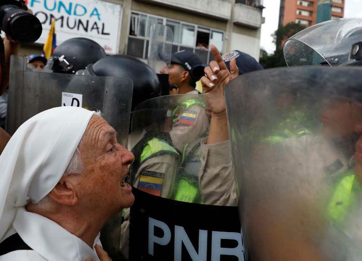 abuelos-ancianos-tercera-edad-jubilados-manifestacion-opositores-protesta-12M-3-03