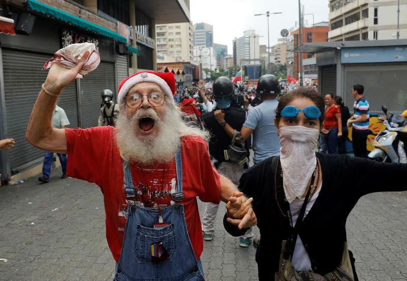 abuelos-ancianos-tercera-edad-jubilados-manifestacion-opositores-protesta-12M-7-04
