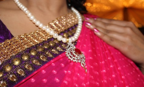 A necklace with pearls is typical of Bangladesh.