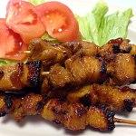 【イニハウ・ナ・バブイ】スプライト入り特製タレに漬け込んだフィリピン風豚肉の串焼き