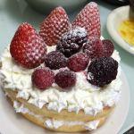 ボクの母の日のプレゼントは孫娘たちが手作りした「イチゴたっぷり特製ハートケーキ」
