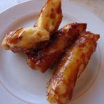 【バナナ・トゥロン】バナナに砂糖をはさんで油で揚げたフィリピンの甘いバナナ春巻き