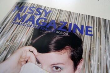 Titelbild des Missy-Magazines auf einem Tisch