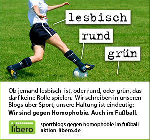 Eine weiße FUßballspielerin auf grünem Rasen, daneben die Kästen lesbisch (zeigt auf sie) rund (zeigt auf den Ball) grün (zeigt auf den Rasen)