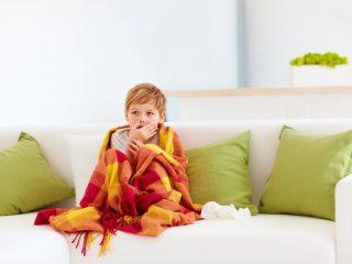 Chegou a época da tosse. Aquela época do ano onde todas as crianças começam a tossir. Não tem jeito por onde você passa tem criança tossindo. Mas por que isso acontece? Tem como escapar ? Quando a tosse passa a ser séria? Confira o post!