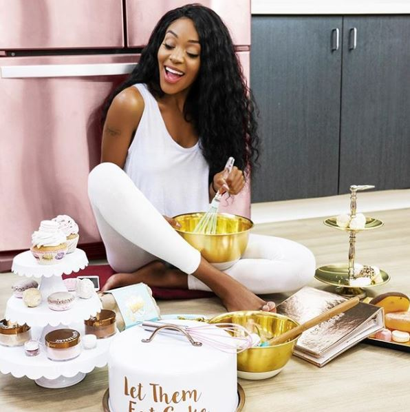 #SweetTalkTime Our President and CEO @cakeandcashmere keeps busy coming up with the recipes and packaging we love so much! Tune in tonight to her live with @byrdiebeauty on how she juggles Motherhood, work & keeping her skin glowing & healthy!