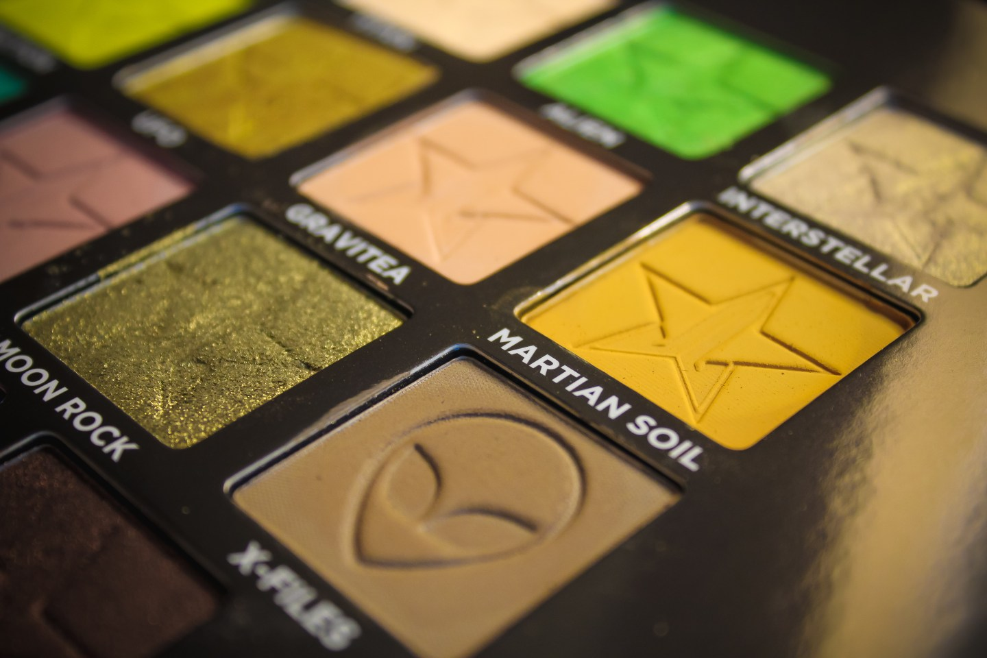 Is Jeffree Star Cosmetics Alien Palette Worth the Hype? 4