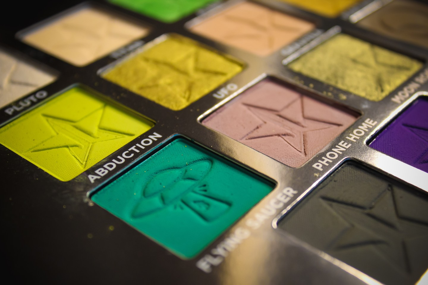 Is Jeffree Star Cosmetics Alien Palette Worth the Hype? 5