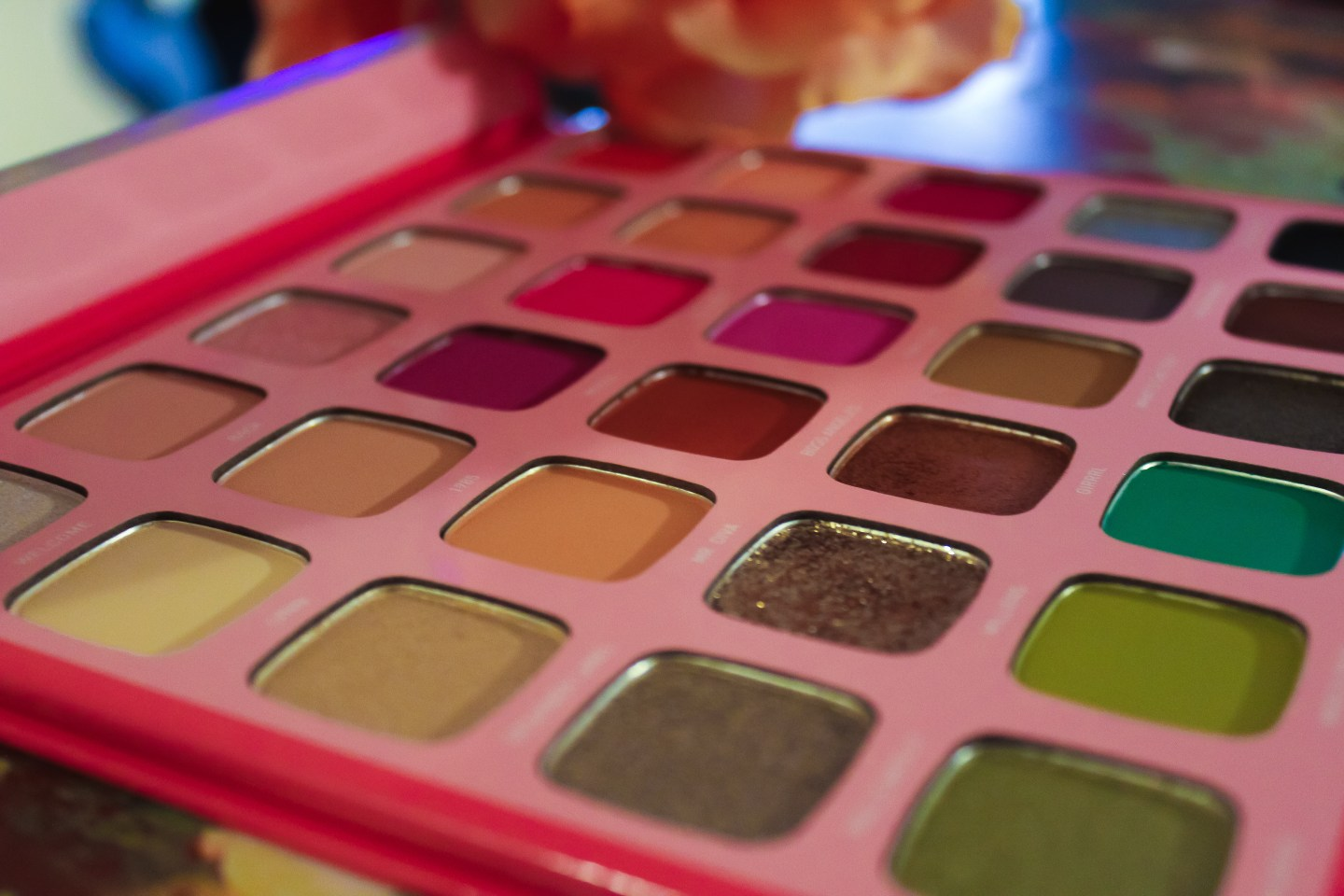 Does it Actually Keep it 100? Review of the Jeffree Star Artistry Palette by Morphe 3