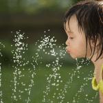 Precisa dar água para bebês amamentados exclusivamente