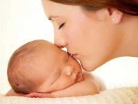 Beijo de mãe aumenta imunidade de bebês