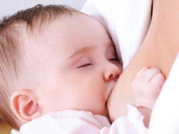 Quando o bebê mama apenas em um peito