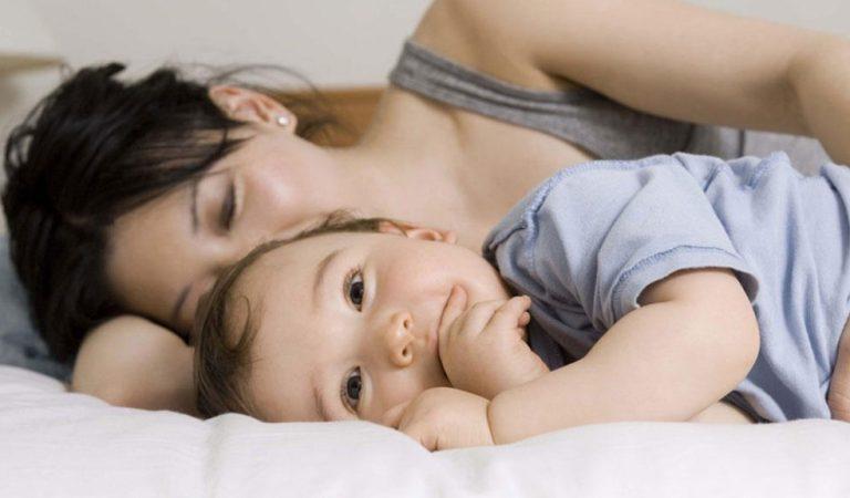 Sono de bebê e co-sleeping: Dr. Sears explica os benefícios