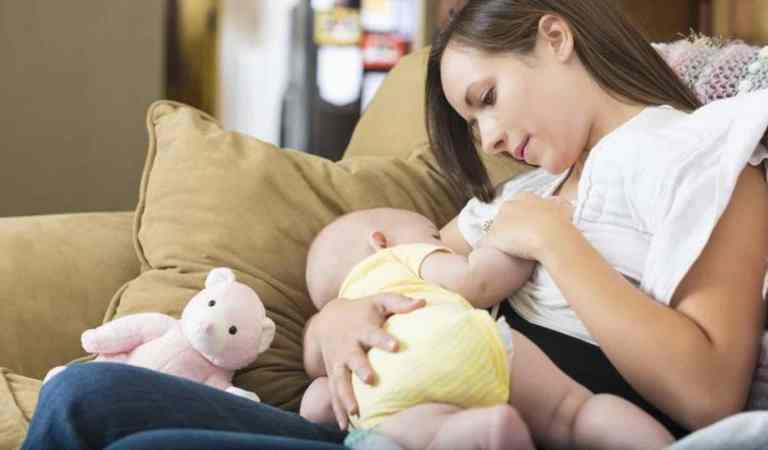 O que é refluxo em bebês: tipos de refluxo e como aliviar