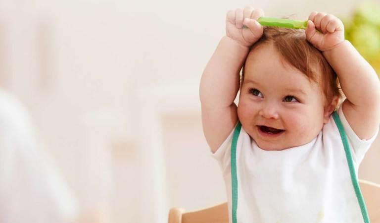 Porque esperar 6 meses para dar alimentos ao bebê? Dr. Sears explica