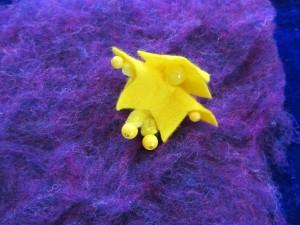 Hier kannst Du sehen wie das Violett das Gelb richtig zum Leuchten bringt!