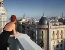 Turista pensando en viaje