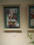 飛び出す絵本のように、壁から陶芸作品が話しかけてきます。 穏やかにやさしい毎日を。そしてふしぎちゃんが花をそえてくれますように。