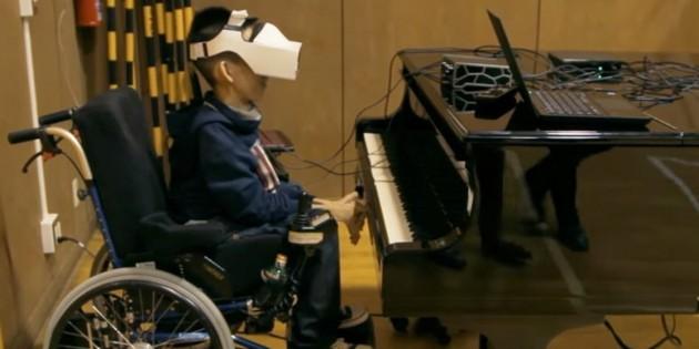 Innovador invento japonés permite a niños con discapacidad tocar el piano solo con la vista