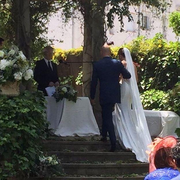 Maestro de Ceremonia simbólica de celebración de boda civil al aire libre en Beniarbeig Alicante.Tel 644 597 199Www.maestrodeceremonias.es Mc@maestrodeceremonias.es #bodacivilairelibre #casarseenunjardin #ceremoniasciviles #ceremoniante #bodaspersonalizadas #bodasenalicante #maestrodeceremoniasalicante #oficiantedebodasalicante#bodacivilalicante