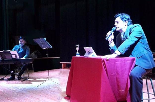 """Presentando el programa de Teatro Radio para colegios """"Mañanas de Radio"""" Historia de la Bandas Sonoras. Una fórmula original, didáctica, divertida y participativa en los colegios de acercar la música a los niños de la mano de Pekeblau.  #presentadorradio #presentadorteatroradio #actorpresentado #actorlocutorderadio #actorteatroinfantil #actorconciertopedagógico#pekeblauWww.guillermocasta.com Tel 644 597 199"""
