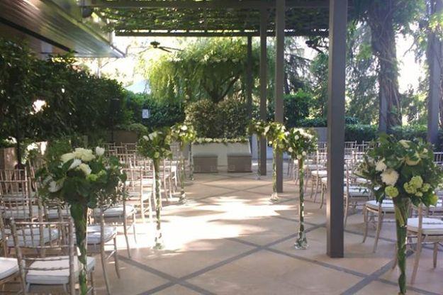 Celebramos una ceremonia simbólica de celebración de boda con guión totalmente personalizado con toques de humor en los elegantes jardines del madrileño @villamagnahotel #weddingcelebrationmadrid#maestrodeceremoniasmadrid #bodacivilmadrid #oficiantedebodas #bodasoriginales #maestrodeceremoniaWww.maestrodeceremonias.es Mc@maestrodeceremonias.es Tel 644 597 199