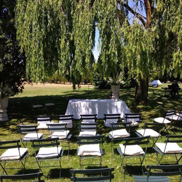 Celebración de la ceremonia simbolica de matrimonio civil en el Hotel Landa de Burgos @l_a_n_d_a_ , una torre traída piedra a piedra por la familia Landa que se erige en el centro de este magnífico hotel donde celebrar vuestra boda en los jardines y la piscina bajo las arcadas de la edificación presididas por una señorial chimenea son excepcionales.#WeddingOfficiantgburgos #maestrodeceremoniashotellanda #WeddingHostbodasburgos #weddingtoastmasterspain #bilingualofficiantspain #Hotellanda #hotellandaburgoswww.maestrodeceremonias.eswww.presentadordeeventos.com mc@maestrodeceremonias.es Maestros de Ceremonias y Presentadores Profesionales en toda España y en todos los IdiomasTel: 644 597 199
