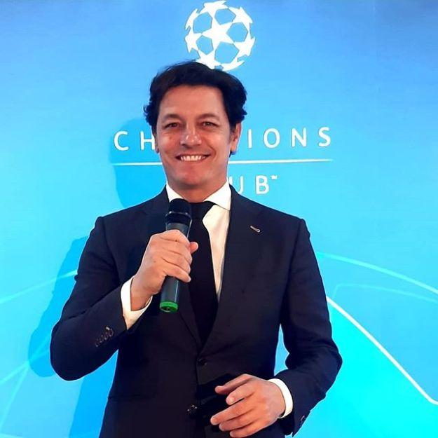 UEFA CHAMPION CLUB Speaker at Mestalla Stadium ValenciaValencia 4 - Olimpic de Lille 1Www.presetadordeeventos.com/guillermocastaMc@presentadordeeventos.comTel: +34 644 597 199#speakerspain #eventspain#eventhost #masterofceremonies #biligualMC #bilingualspeakers #madridevents #uefachampionsclubspeaker #uefachampionsleague #uefaspeaker #championsleaguespeaker #valenciaevents #spakervalencia #maestrodeceremoniasvalencia #maestrodeceremonias