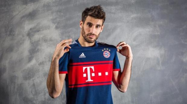 Tersey Tandang Bayern Munchen-buat jersey bola