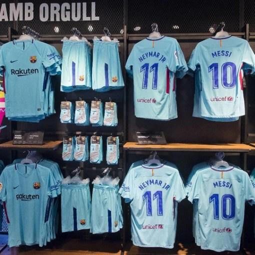 jersey barcelona dengan font la liga terbaru