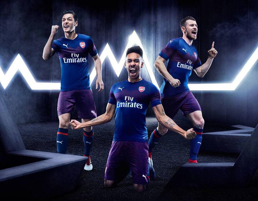 kaos team sepak bola terbaik arsenal