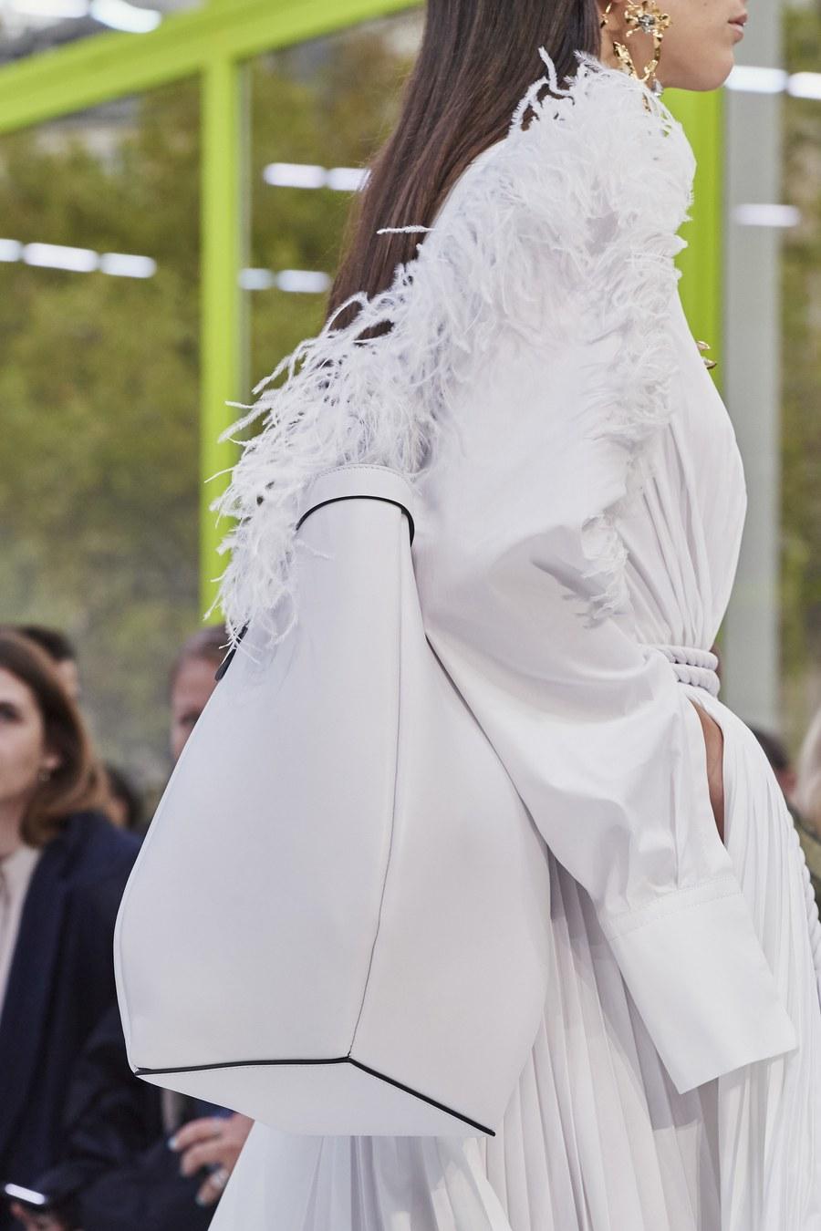 Белая рубашка с деталями в виде перьев на рукавах, Valentino