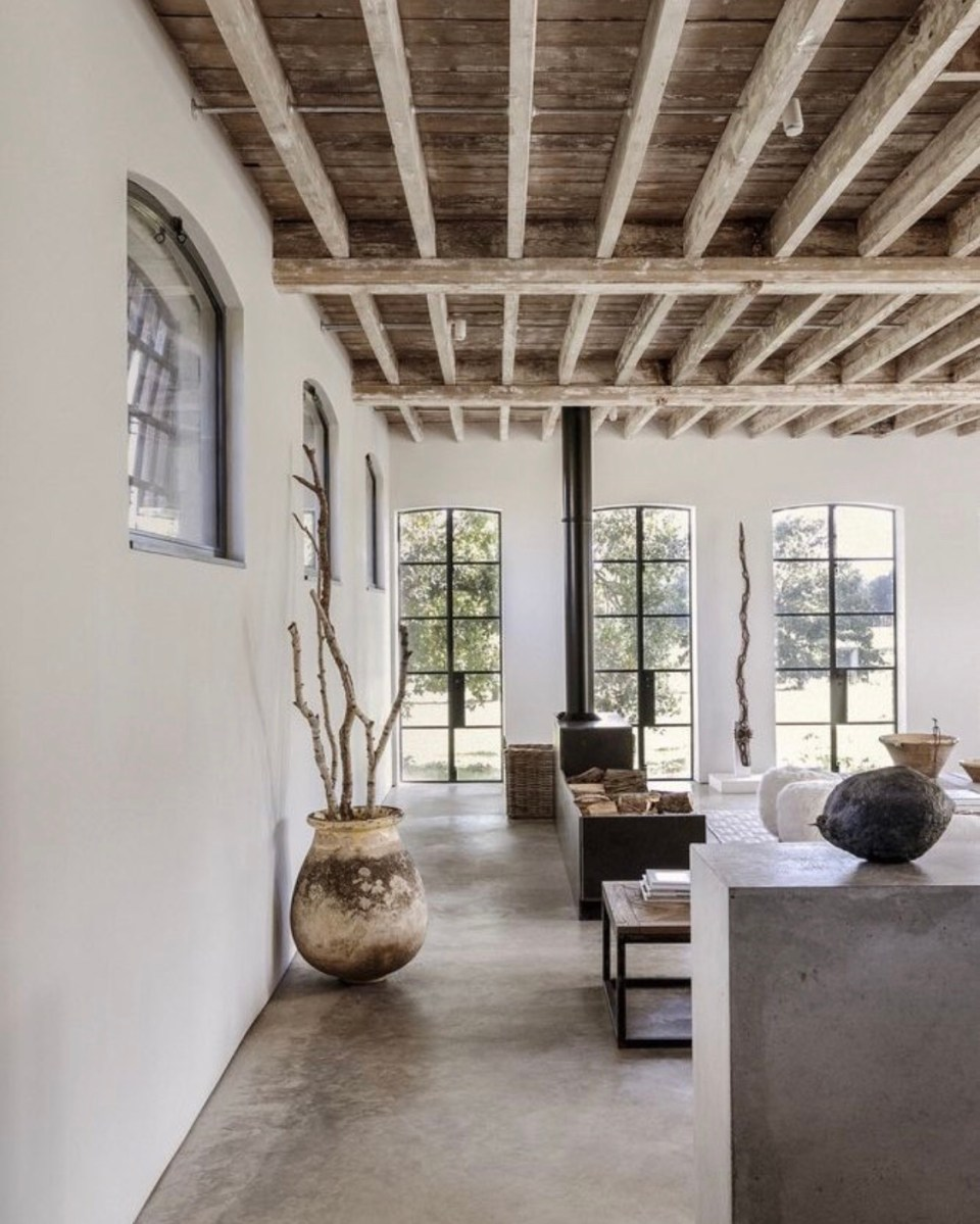 деревянный потолок с деревянными балками