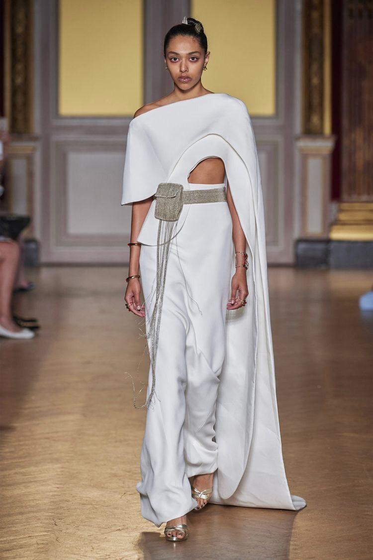 Платья с вырезами на талии