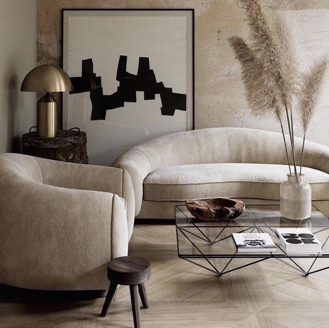 диван формы полумесяца