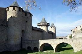 """Le Château Comtal (1130-1239) qui servit de décor pour le film """"Les Visiteurs"""""""