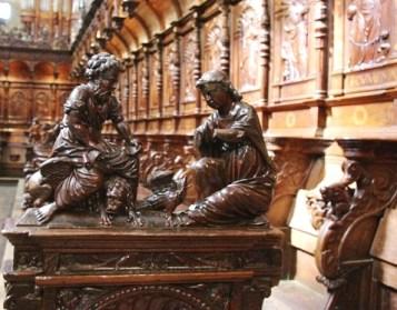 L'essentiel de la verve décorative des artistes semble s'être concentré tout spécialement dans la sculpture