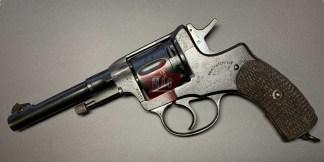 """Охолощенный револьвер Наган до 1912 года №43753 с клеймом """"Императорский Тульский Оружейный Заводъ""""."""